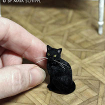 1:12 BLACK CAT WITH YELLOW EYES