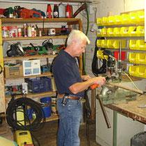 kleine Werkstatt  (mit einem Mitglied bei der Arbeit)