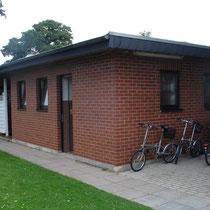 sanitäre Anlagen D / H / Dusche  und Fahrrad-Abstellplatz
