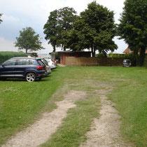 eigener Parkplatz auf dem Clubgelände