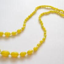 透明感のある綺麗なレモンイエローのガラス製