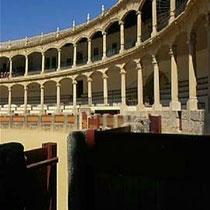 294.14 Ronda. Gli spalti della Plaza de Toros di Ronda: l'edificio fu costruito nel VIII secolo per sostituirne uno esistente. © 1999 Alessandro Tintori