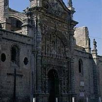 290.29 El Puerto de Santa Maria. Il portale maggiore (del Sole) della chiesa Mayor Prioral e' collocato sul lato lungo della navata. © 1999 Alessandro Tintori