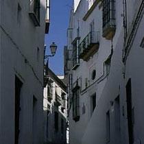 291.19 Arcos de la Frontera. Caratteristici vicoli della città di Arcos: possono arrivare a misurare appena un metro di larghezza. © 1999 Alessandro Tintori