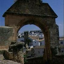 295.10 Ronda. Vista della città attraverso la Porta di Ferdinando V. © 1999 Alessandro Tintori
