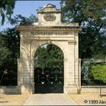 293.30 Una delle antiche porte della Bodega Gonzales Byass. © 1999 Alessandro Tintori