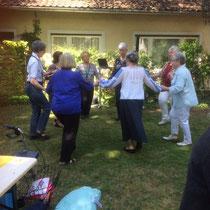Kostprobe einiger Mitglieder des Seniorentanzkreises