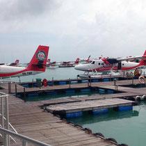 Male Wasserflugzeug Terminal
