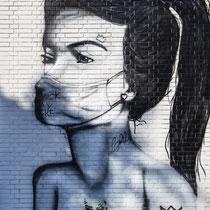Wandgemälde an einer ehemaligen Zigarettenfabrik