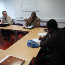 Le représentant d'HSF - antenne RDC - explique aux dirigeants du CHNM les principes de l'association HSF