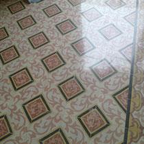 suelo de mosaico hidraulico restaurado