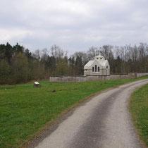 Blick von der damaligen Hauptstraße zur Kapelle