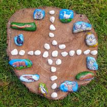 Voor een Sjamaan in opleiding heb ik op stenen de totemdieren geschilderd van de dierenriem voor in het medicijnwiel, bijzondere en mooie opdracht!