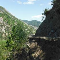 Sentier de montée à Clamontard depuis le Claps
