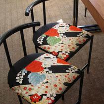 着物の帯を椅子張りにリメイク