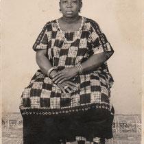 Malick Sidibe - Photo 2 - 12,5 x 17,5 cm - Photo tirage argentique - Cachet du studio au dos du tirage (années 1970) - Encadrement sous verre bords métal noir mat.