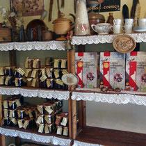"""Les produits proposés,dont la fameuse """"Farine châtaigne Corse"""" AOP"""