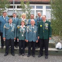 Schützenkönigin 2008 Marion Schlieckau-Warncke (u. 2.v.l.) mit Abordnung beim Samtgemeindepokalschießen