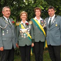 2009 - Schützenkönigin Roswitha Brammer mit Ehemann Dieter, Kronprinzessin Conny Timm mit Ehemann Jörg