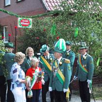 2003 - Schützenkönig Reinhard Deegen mit Gattin Magret, Kinderkönigin Melanie Sachse, Kronprinz Karsten Deegen mit Begleitung Nadja Miest
