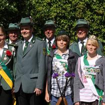 2012 - Gruppenbild mit  Kinderkönigspaar Pascal Pohnke und Lea  Hintzmann