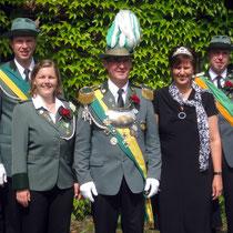 2010 - Schützenkönig Wolfgang Hinrichs mit Frau Susanne und Kronprinz Marco Porsch mit Katrin Baak-Mirow