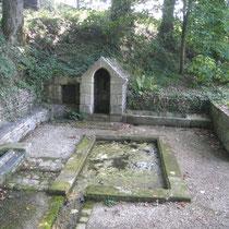 La fontaine saint Eloi, près de la chapelle du Krann