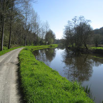 On roule tranquille au bord du Canal
