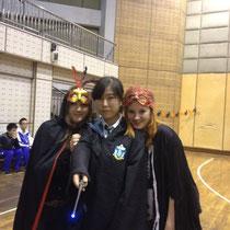 April, Luzi und ich - ich liiiebe auch ihr Kostüm, vor allem den Zauberstab :D