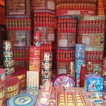Feuerwerksverkauf auf der Straße - so viel vielfältiger als in good old Germany!
