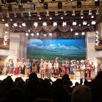 Am ersten Abend gab es eine Aufführung von traditionellen Tibetianern (schreibt man das so? ^^) mit Tanz und Gesang.