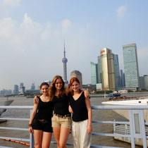 Wir drei vor der Shanghaier Skyline - letzter Tag zu dritt :(