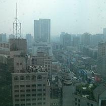 Der Blick über einen kleinen Teil von Chengdus City Center vom 30.Stock aus (da haben wir unseren Chinesischkurs).