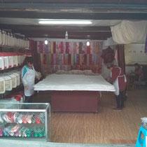Diese Decke wird aus der Seidenraupe (heißt das so auf Deutsch?) gemacht, die zweite Sache für die Langzhong berühmt ist.
