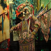 Eins der traditionellen Chengdu-Oper-Kostüme