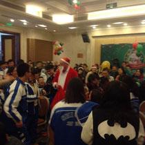 Und dann kam sogar der Weihnachtsmann (alias unser Chemielehrer) und hat Süßigkeiten verteilt :)