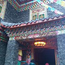 Abends ging es in ein traditionell tibetanisches Haus...