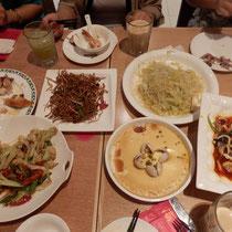 Unser Tisch, natürlich wie immer viel zu viel bestellt!