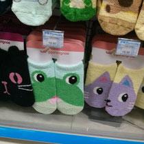Oh ja, und Chinesen haben irgendwie auch einen Socken-fetisch (was ich persönlich überhaupt nicht verstehen kann, weil man die Socken sowieso meistens nicht sieht ^^). Hier ein paar besonders schöne Exemplare, natürlich mit Tiermotiven :P