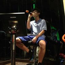 Ein Typ aus meiner Klasse, der echt gut singen konnte (Respekt!).