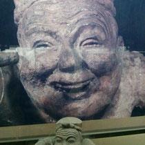 Auch im Museum: Eine Figur aus Ton (und noch dazu eine sehr fette - Fettleibigkeit galt in China sehr lange als Zeichen von Macht und Reichtum)