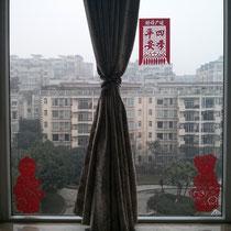 Chinesische Scherenschnitte an meinem Fenster :) Das kleine Mädchen und der kleine Junge erinnern mich ja an bisschen an meinen Bruder und mich. Flo, ich vermisse dich!!!