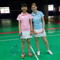 Tina und ich beim Badminton - so heissss :D