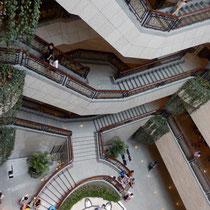 Shanghai Museum - verwirrende Treppen