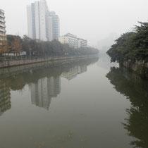 Achja, mal ein bisschen Chengdu-Kunde: Das ist unser Fluss. Seeehr schön, ich weiß :D