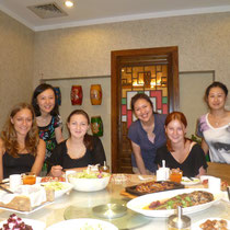 Wir beim Mittagessen mit den Dipont-Mitarbeitern - das bis jetzt wie ich fande leckerste Essen aus Nord-West-China