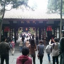 Einer der Tempel - leider mit ganz vielen Leuten davor, so dass die Tempelatmosphäre irgendwie nicht so ganz rüberkam ^^
