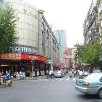City Centre Shanghai (eine Kreuzung ohne Autos - WOW!)