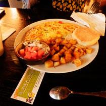 Und das Essen war natürlich auch geil, wir hatten Omelett, Obstsalat, eine English Muffin, Kartoffeln, Kaffee und das Beste: Frisch gepressten Orangensaft! Ich bin fast gestorben!