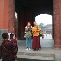 Die beiden Mönche waren so nett und wollten unbedingt ein Foto mit mir :D Mit iPad, versteht sich.